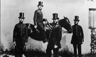 Victorian police uniform complete with high-necked collars for protection again stranglers. (Twitter - @KentOfInglewood)