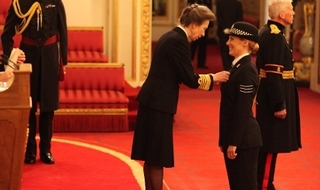 Warwickshire detective sergeant receives Queen's Police Medal