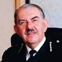 Former chief constable loses battle with cancer