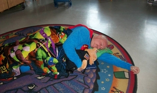 Police chief sleeps at school to reassure kids