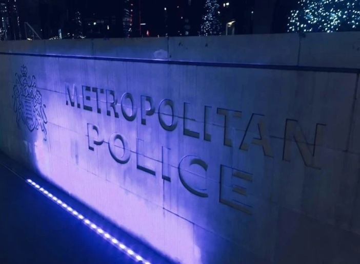Met Police: Appeal for 'vital' information over unintentional shooting