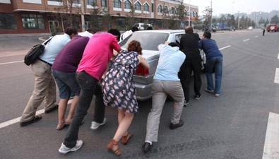 Workers Push Drunk Boss's Car Home