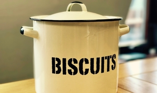 Broken biscuits: Theft allegations against Met PC crushed