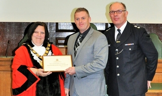 PC Vinny Jones accepts an award
