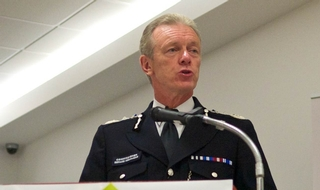 Sir Bernard Hogan-Howe to retire